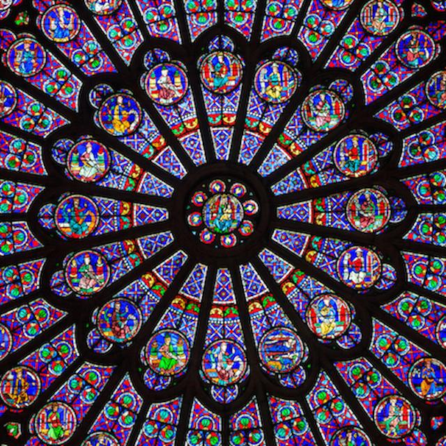 透きとおったガラスのような透明感、ステンドグラスネイル。