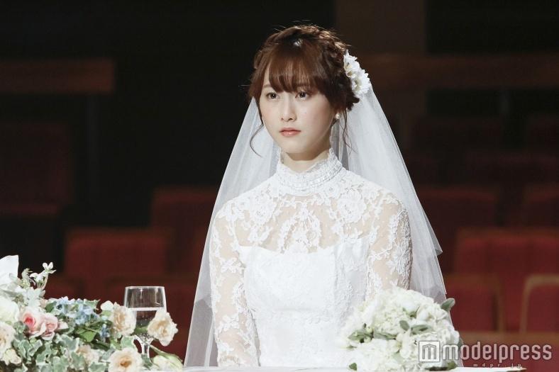 松井玲奈、純白ウェディングドレス姿を初披露「私も結婚式には…」