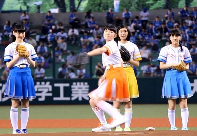 エビ中&本田紗来、始球式史上最多の9人連続投球 柏木ひなたの投球にどよめき