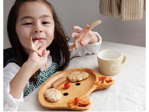 ギフトにいかが?毎日の食事をお子様ランチに変えてくれるウッドトレイに、ネコやロボットなど新柄が仲間入り!