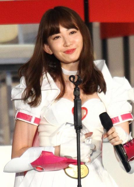 卒業発表のこじはるにOGからエール ともちん、マリコ様、玲奈、優子…