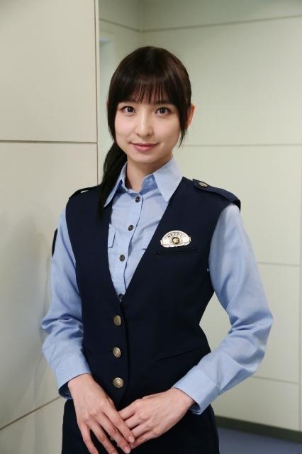 篠田麻里子、波瑠の親友役で連ドラ出演 警官制服&ロングヘアー披露