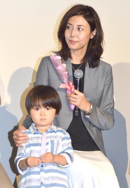 松嶋菜々子、子役にメロメロ「小さい恋人みたい」