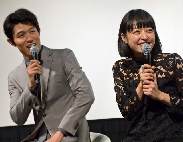 鈴木亮平、強烈ツッコミの井上真央は「Sっ気がある」 舞台あいさつでもイジられる