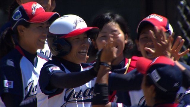 女子ソフト日本代表、アメリカと決勝へ 3連覇に王手
