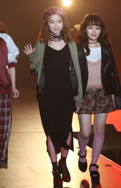 "【Girls Summer Festival】ぱるる""塩対応""封印 笑顔で手を振り初ランウェイ"