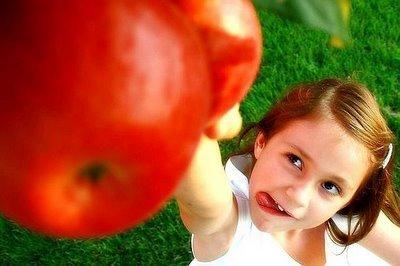 """おいしいだけじゃない!形もかわいい""""りんご""""モチーフの""""アップルネイル"""""""