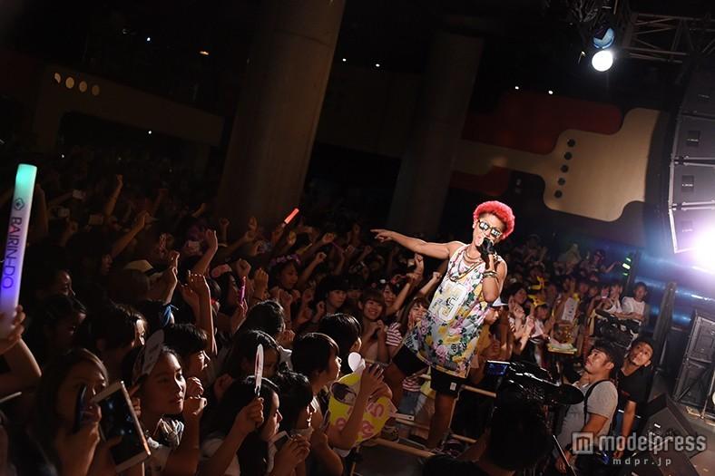 """渋谷のカリスマ・あっくん、""""ホーム""""渋谷で本領発揮 パーティーロックに女子熱狂"""