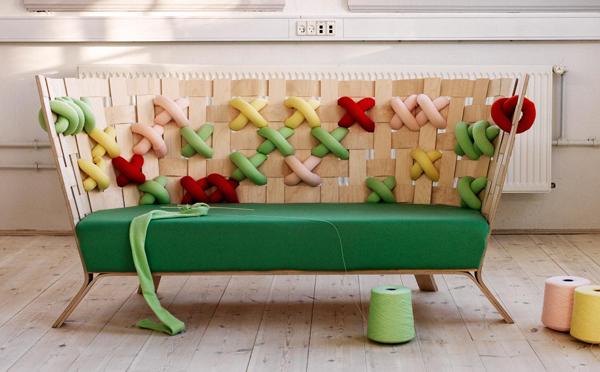 北欧家具の進化版!?巨大なクロススティッチのソファがカワイイ