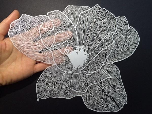 """超絶技巧!1枚の紙でできた""""切り絵""""が美しすぎる"""