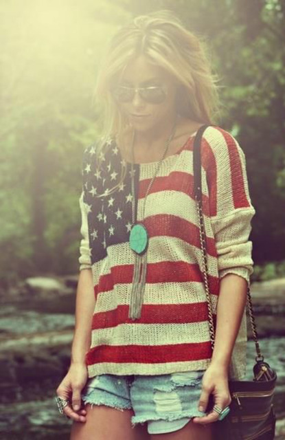 星条旗をネイルに描いて、ベタだけど可愛いアメリカンネイルに♡