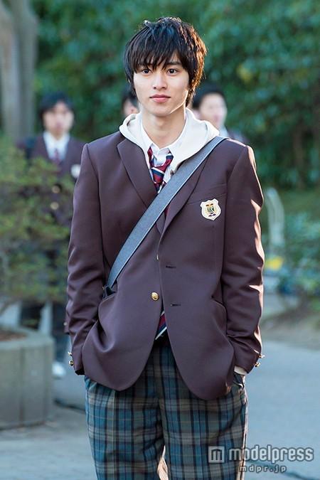 山崎賢人「ヒロイン失格」制服姿を満喫「かっこいい」 着こなしポイントを解説