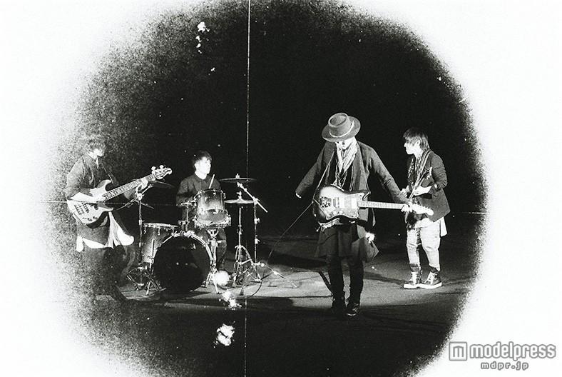Mr.Children、RADWIMPS対バンツアーにゲスト出演決定