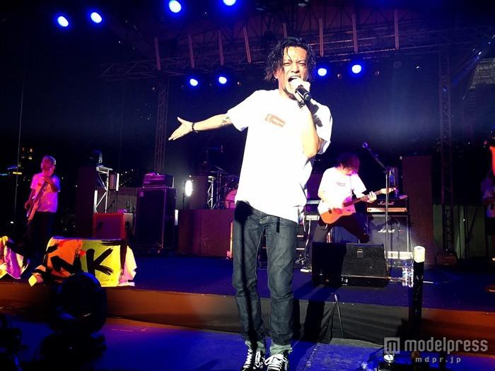 田中聖擁するバンドINKT、初のシンガポールライブで4000人熱狂 英語のMCも披露