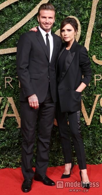 おしゃれカップルのベッカム夫妻、おそろいファッション今昔