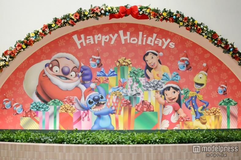 ディズニーリゾートライン、4つの駅がクリスマス仕様 「スティッチ」モノレールに初登場キャラクターも