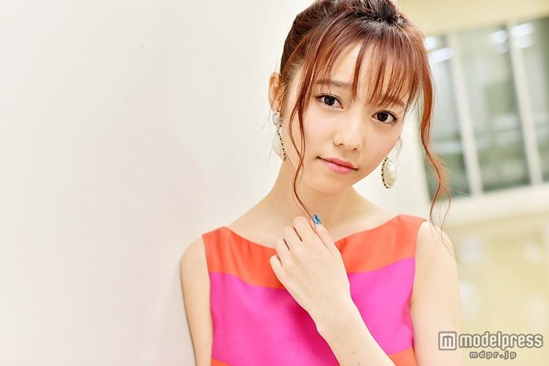 """AKB48島崎遥香、キスマイの""""カップル動画""""に意外な評価?「ふざけている人の方がタイプ」<「キスブサ」潜入インタビュー>"""