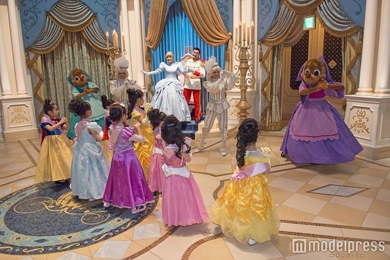 ディズニーランド、憧れのプリンセスと夢の舞踏会