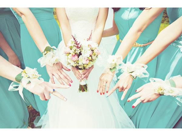 お揃いドレスで純白の花嫁をかこもう!ブライズメイド専門ネットレンタル「amika」オープン