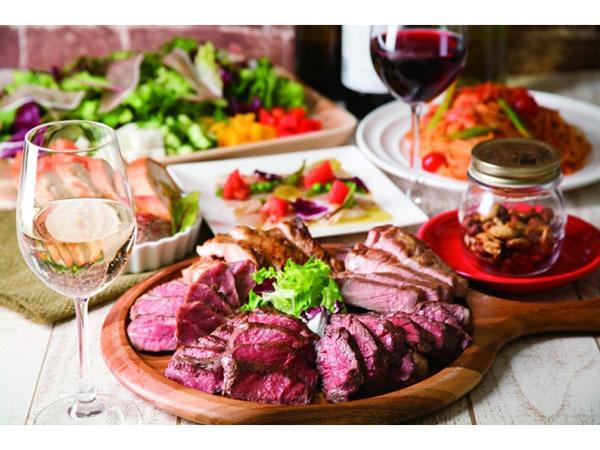 肉料理とワインを豪快に味わう!アメリカンファクトリーさながらのカジュアルな肉バル「ミートハウス 炉区」が秋葉原にオープン