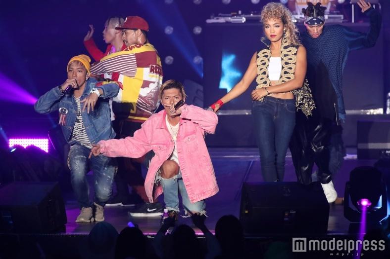 EXILE SHOKICHI、新曲初披露「バイブスで!」SWAY、Crystal Kayと迫力パフォーマンス