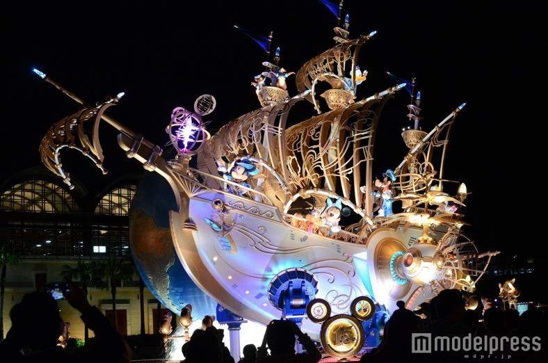 ディズニーシー15周年、7色に光り輝くデコレーション ゲストが楽しめる連動ポイント