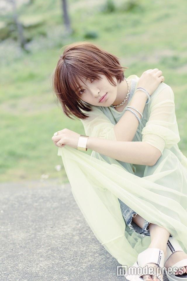 瀧本美織、髪30cmバッサリ!イメージ一新でLAGOONが初の試み