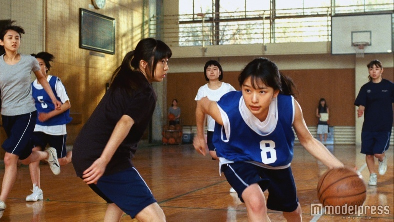 """""""岡山の奇跡""""桜井日奈子、バスケットボールの見事な腕前を披露"""