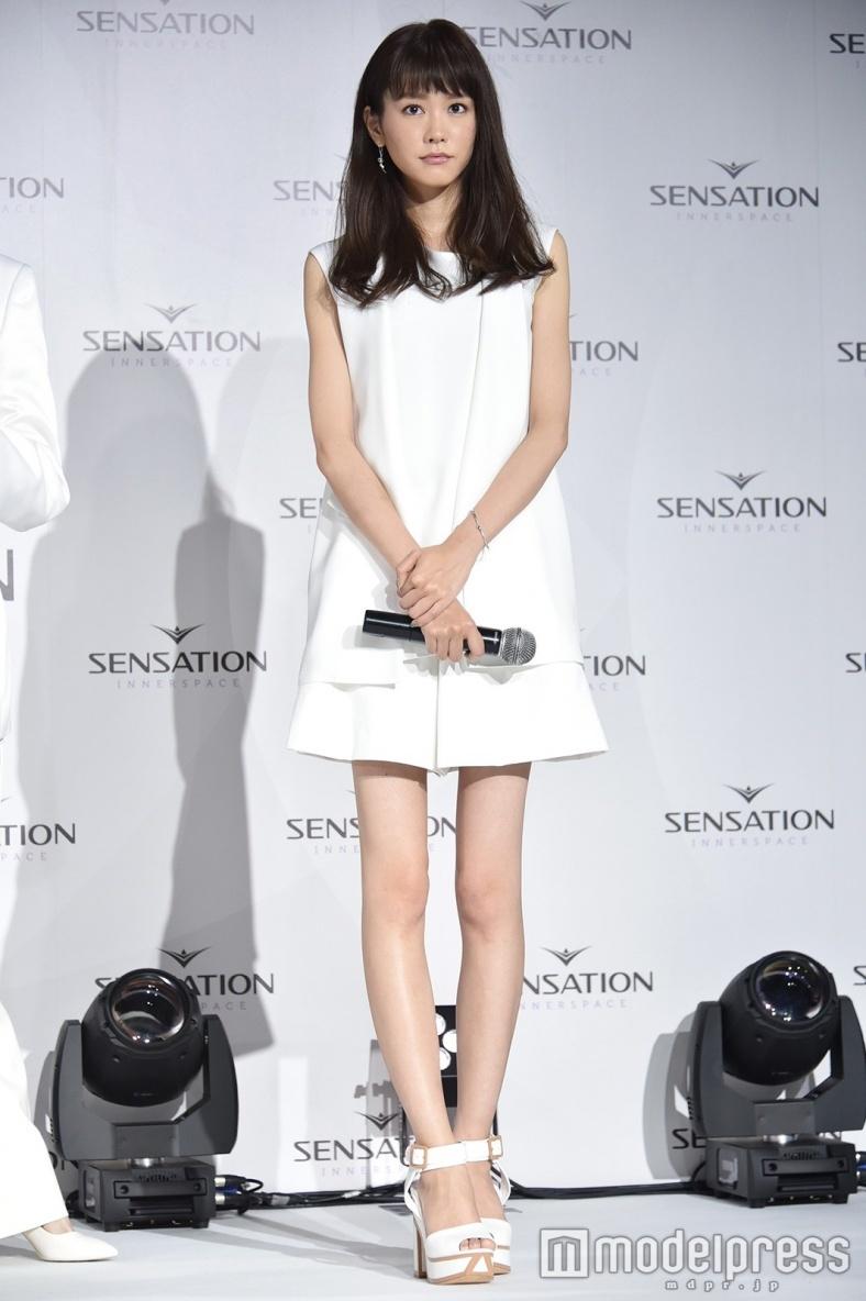 美しい脚ナンバー1の桐谷美玲
