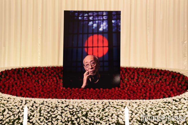 蜷川幸雄さん通夜、藤原竜也ら1500人弔問 娘・実花氏「最後まで駆け抜けた」