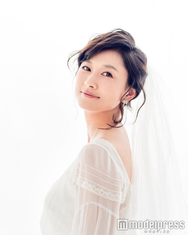 菊川怜、念願のウェディングドレス姿を披露 自身の結婚観を語る