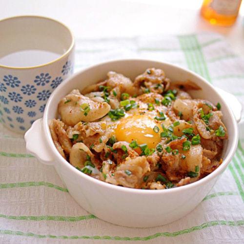【ずぼらでOK!】簡単めちゃウマな「のっけ丼弁当」ランキング!