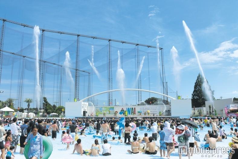 「よみうりランド」のプールで南国気分 爽快スプラッシュ&放水ショーでお祭り騒ぎ