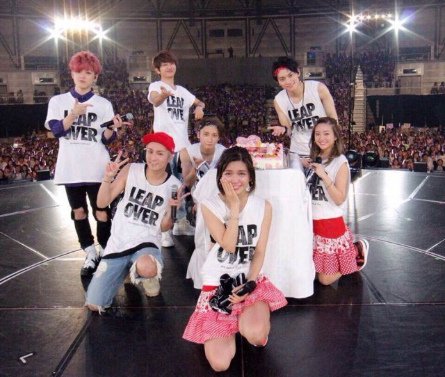 AAA宇野実彩子、30歳誕生日公演で号泣「メンバーの目が見られません…」