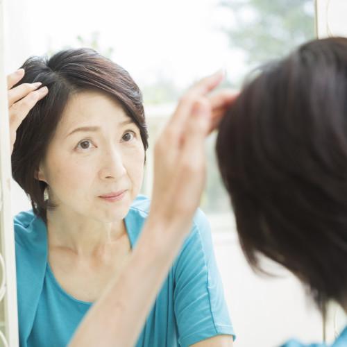 40代女子必見!薄毛・抜け毛の原因とボリュームアップしてごまかす方法