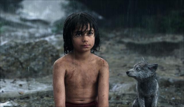 """『ジャングル・ブック』子どもオオカミの画像公開 種族を超えた""""愛情と絆"""""""