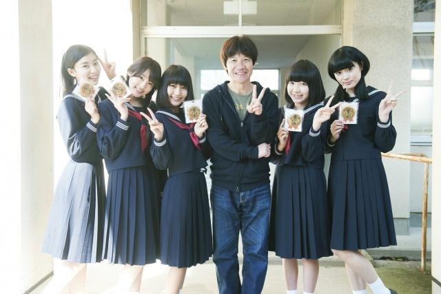 夢アド『金メダル男』で5人そろって映画初出演 セーラー服でJK役