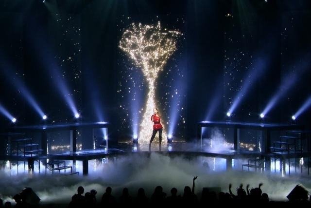 安室奈美恵、NHK五輪放送テーマ「Hero」ライブ初披露 88本ツアー開幕