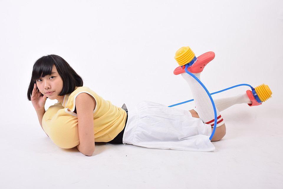 貧乳女子の悩みを解決!? 開発者に聞いた「歩くたびにおっぱいが大きくなる装置」のヒミツとは