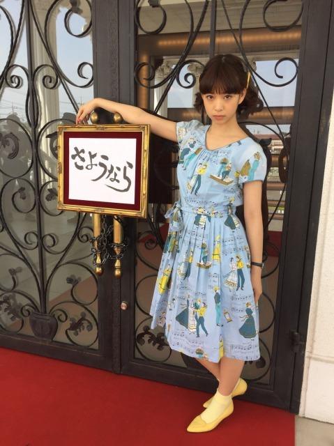 森川葵のファッション通信(8)水色ワンピ×黄色小物の涼し気スタイル