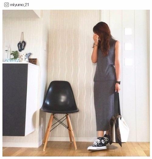 【話題のアイテム】「ユニクロ」のメリノブレンドリブスカートで色っぽレディな秋コーデ