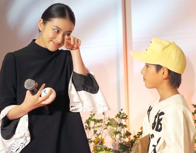 武井咲、かわいい教え子たちと再会「涙が出ちゃいました」