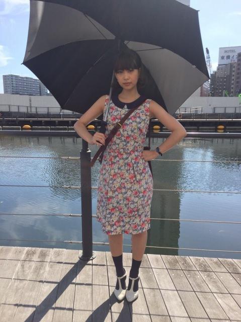 森川葵のファッション通信(9)ネイビー×総花柄でエッジを効かせたガーリーコーデ