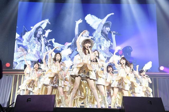 AKBグループ、横浜2会場でライブ同時開催 指原、横山らソロで沸かせる