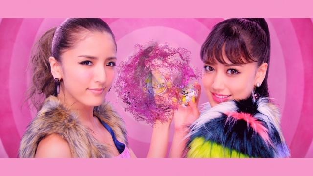 E-girls藤井姉妹「ShuuKaRen」で初CM 踊りながら髪型&衣装が変化