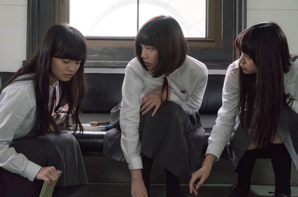 湊かなえ原作、話題の映画「少女」は、本田翼の狂気の怪演に注目!
