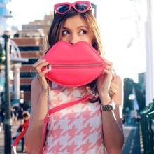 秋色ピンクのネイルデザインで女子力UP