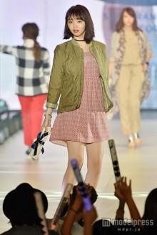 「Seventeen」江野沢愛美、ミニワンピで美脚披露 透明感溢れるウォーキングに歓声<関コレ2015A/W>