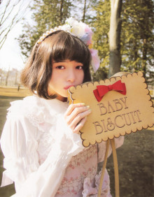女の子の魅力が「 ぎゅ〜っ♡ 」ブローチネイルの人気GIRLYデザインまとめ