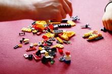 原色カラーがポップでかわいい!レゴネイルで3Dアート、おもちゃ箱みたいで楽しいネイル